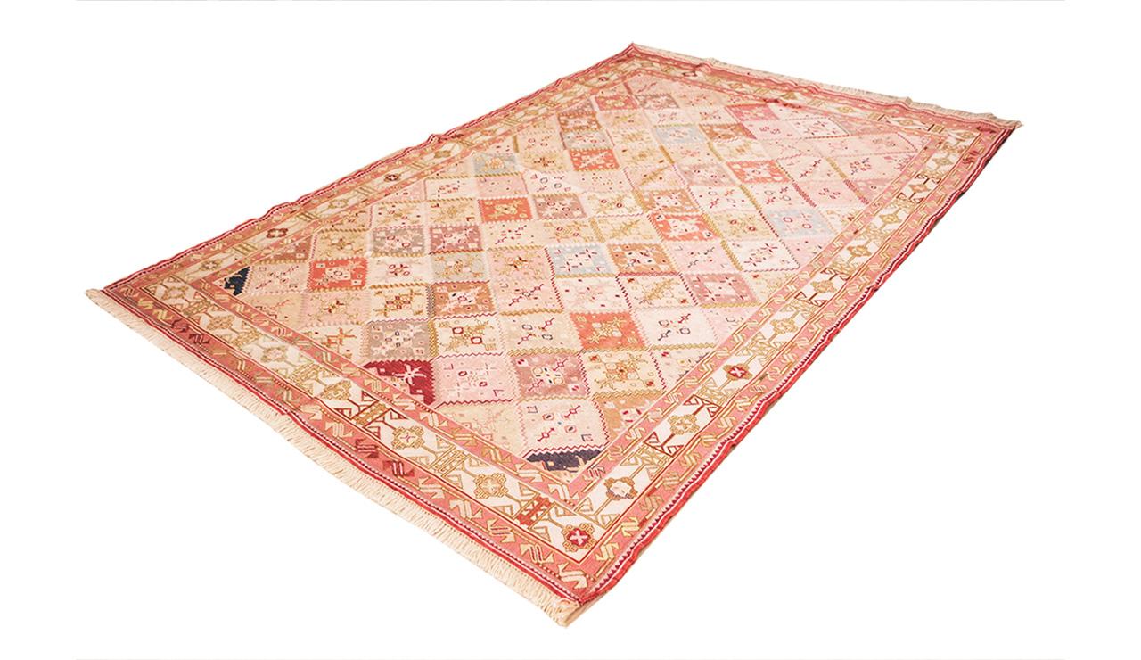 Azarbayjan-silk-195×130-corner